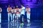 Hrithik Roshan on sets of Dance plus 2 on 3rg Aug 2016 (161)_57a2b88e0b8b1.JPG