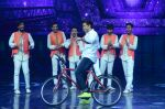 Hrithik Roshan on sets of Dance plus 2 on 3rg Aug 2016 (162)_57a2b88ead22f.JPG