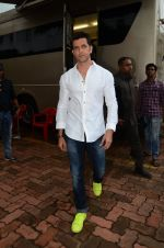 Hrithik Roshan on sets of Dance plus 2 on 3rg Aug 2016 (56)_57a2b853ea7b3.JPG