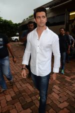 Hrithik Roshan on sets of Dance plus 2 on 3rg Aug 2016 (57)_57a2b854b2329.JPG