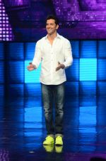 Hrithik Roshan on sets of Dance plus 2 on 3rg Aug 2016 (68)_57a2b85c947d4.JPG