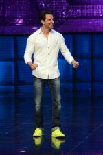 Hrithik Roshan on sets of Dance plus 2 on 3rg Aug 2016 (69)_57a2b85db37d2.JPG