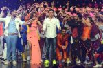 Hrithik Roshan on sets of Dance plus 2 on 3rg Aug 2016 (80)_57a2b865c79da.JPG