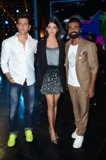 Hrithik Roshan, Pooja Hegde, Remo D Souza on sets of Dance plus 2 on 3rg Aug 2016 (135)_57a2b7a120b0f.JPG