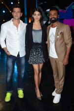Hrithik Roshan, Pooja Hegde, Remo D Souza on sets of Dance plus 2 on 3rg Aug 2016 (141)_57a2b89ab2730.JPG