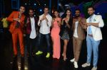 Hrithik Roshan, Pooja Hegde, Remo D Souza, Shakti Mohan, Dharmesh Yelande and Puneet Pathak on sets of Dance plus 2 on 3rg Aug 2016 (138)_57a2b89d75304.JPG