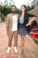 Remo D Souza, Pooja Hegde on sets of Dance plus 2 on 3rg Aug 2016 (13)_57a2b7aba438d.JPG