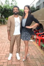 Remo D Souza, Pooja Hegde on sets of Dance plus 2 on 3rg Aug 2016 (14)_57a2b81a7469f.JPG