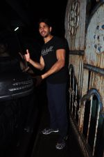 Sidharth Malhotra with Dream Team cast snapped post rehearsals on 3rd Aug 2016 (33)_57a2c2e0eca94.JPG