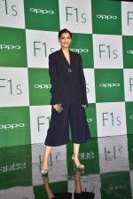 Sonam Kapoor at Oppo F1s mobile launch in Mumbai on 3rd Aug 2016