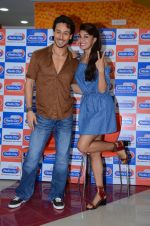 Tiger Shroff and Jacqueline Fernandez at Flying Jatt song launch at Radio City in Mumbai on August 3, 3016 (105)_57a2e47f8587c.JPG