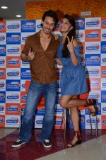 Tiger Shroff and Jacqueline Fernandez at Flying Jatt song launch at Radio City in Mumbai on August 3, 3016 (107)_57a2e43e07167.JPG