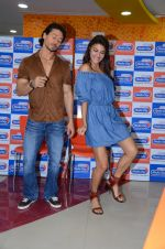 Tiger Shroff and Jacqueline Fernandez at Flying Jatt song launch at Radio City in Mumbai on August 3, 3016 (87)_57a2e43769117.JPG