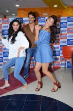 Tiger Shroff and Jacqueline Fernandez at Flying Jatt song launch at Radio City in Mumbai on August 3, 3016 (94)_57a2e479ee0a9.JPG