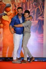 Varun Dhawan, John Abraham at Dishoom Movie Press Meet on 3rd August 2016 (66)_57a2e914429ad.JPG