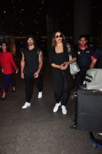 Bipasha Basu, Karan Singh Grover snapped at airport on 4th Aug 2016