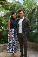 Hrithik Roshan, Pooja Hegde promote Mohenjo Daro in Delhi on 4th Aug 2016 (13)_57a44168a9b87.jpg