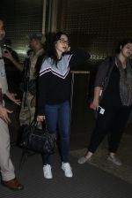 Karisma Kapoor snapped at airport on 4th Aug 2016 (33)_57a44101b4184.JPG