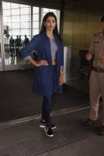 Pooja Hegde snapped at airport on 4th Aug 2016 (37)_57a440ba559f8.JPG