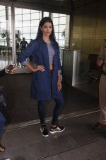 Pooja Hegde snapped at airport on 4th Aug 2016 (42)_57a440c20d1a6.JPG