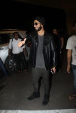Ranveer Singh snapped at airport on 4th Aug 2016 (38)_57a4410298d82.JPG