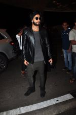 Ranveer Singh snapped at airport on 4th Aug 2016 (40)_57a4410649bbd.JPG
