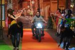 Akshay Kumar promote Rustom on the sets of The Kapil Sharma Show on 5th Aug 2016 (22)_57a574880e723.JPG