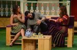 Akshay Kumar, Ileana D_Cruz, Esha Gupta promote Rustom on the sets of The Kapil Sharma Show on 5th Aug 2016 (76)_57a574b9eea91.jpg