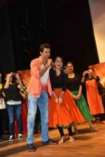 Hrithik Roshan at Mohenjo Daro promotions in Gargi college on 5th Aug 2016 (5)_57a567ac7c3b9.jpg