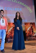 Hrithik Roshan, Pooja Hegde at Mohenjo Daro promotions in Gargi college on 5th Aug 2016 (13)_57a568c566f13.jpg