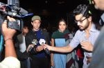 Hrithik Roshan, Pooja Hegde snapped at airport on 5th Aug 2016 (22)_57a5706594d58.JPG