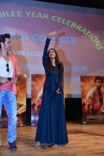 Hrithik Roshan, Pooja Hegde at Mohenjo Daro promotions in Gargi college on 5th Aug 2016 (12)_57a567c7c26de.jpg