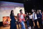 Hrithik Roshan, Pooja Hegde at Mohenjo Daro promotions in Gargi college on 5th Aug 2016 (32)_57a567d1c40dd.jpg