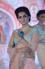 Model walk the ramp for IIJS show in Mumbai on 5th Aug 2016 (36)_57a56c19877cf.JPG