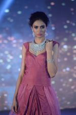 Model walk the ramp for IIJS show in Mumbai on 5th Aug 2016 (92)_57a56c686fe58.JPG