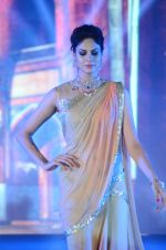 Model walk the ramp for IIJS show in Mumbai on 5th Aug 2016