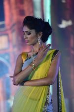 Model walk the ramp for IIJS show in Mumbai on 5th Aug 2016 (26)_57a56c07e90e8.JPG