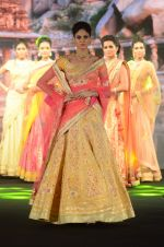 Model walk the ramp for IIJS show in Mumbai on 5th Aug 2016 (4)_57a56bee54781.JPG
