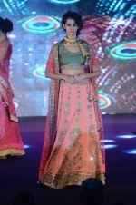 Model walk the ramp for IIJS show in Mumbai on 5th Aug 2016 (69)_57a56c38354a8.JPG
