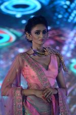Model walk the ramp for IIJS show in Mumbai on 5th Aug 2016 (78)_57a56c4b336f8.JPG