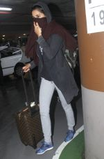 Nargis Fakhri snapped at airport on 5th Aug 2016 (11)_57a56fe1d8291.JPG
