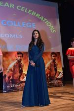 Pooja Hegde at Mohenjo Daro promotions in Gargi college on 5th Aug 2016 (44)_57a568d70d3d7.jpg