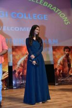 Pooja Hegde at Mohenjo Daro promotions in Gargi college on 5th Aug 2016 (43)_57a568d56e99b.jpg
