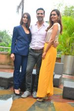 Ileana D_Cruz, Akshay Kumar, Esha Gupta at Rustom promotion in Mumbai on 6th Aug 2016 (113)_57a746cf367f0.JPG