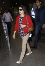 Madhuri Dixit snapped at airport on 6th Aug 2016 (2)_57a73787e221d.JPG