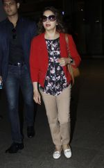 Madhuri Dixit snapped at airport on 6th Aug 2016 (4)_57a7378c895bd.JPG
