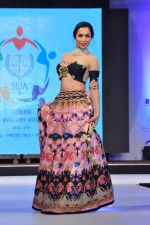 Malaika Arora Khan walk for a Jewellery show on 6th Aug 2016 (40)_57a76dbd58b20.JPG