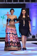 Malaika Arora Khan walk for a Jewellery show on 6th Aug 2016 (43)_57a76dc571cb8.JPG