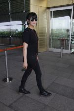 Shruti Hassan snapped at airport on 6th Aug 2016 (13)_57a7379da430d.JPG