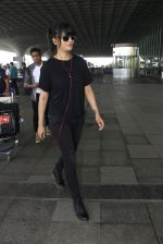 Shruti Hassan snapped at airport on 6th Aug 2016 (15)_57a737a3d5933.JPG